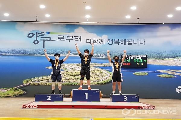 2021 춘계 전국 남.녀 역도대회 89kg급 시상식 장면.(제공=청주교육지원청)
