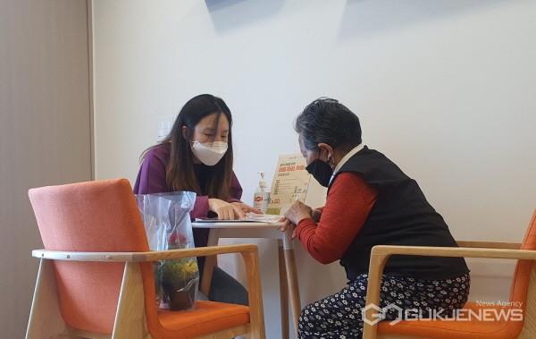 (사진제공=용인시) 기흥구보건소 치매안심센터, '치매안심 홈스쿨링' 운영