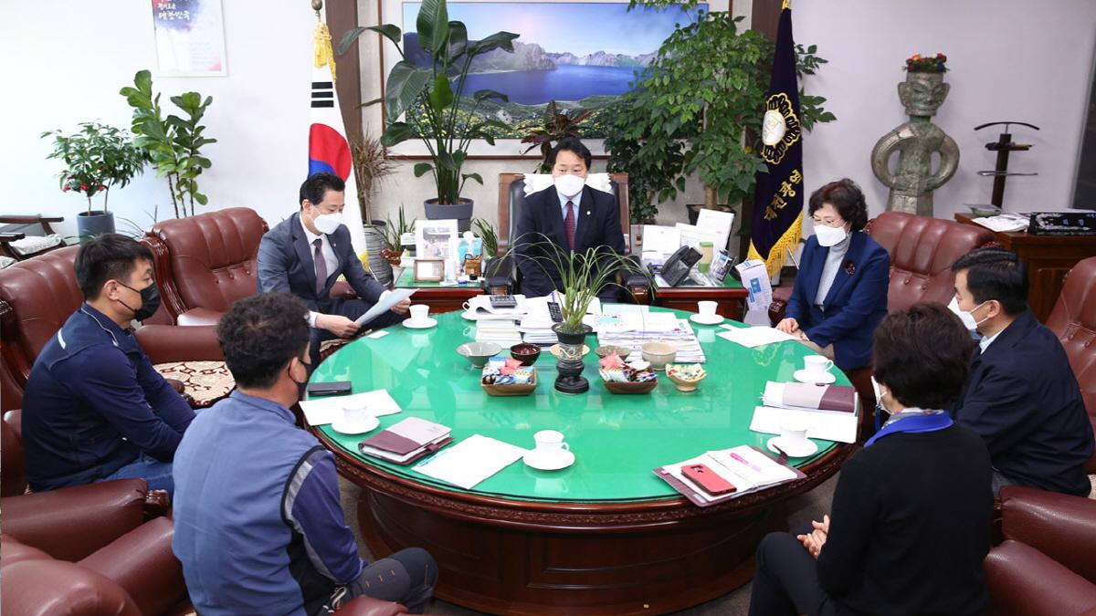 이선용 대전 서구의회 의장이 7일 구청사 용역 근로자와 간담회를 개최했다.