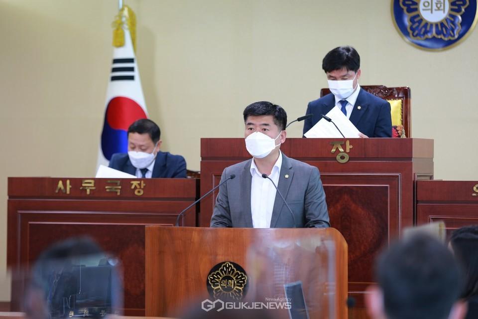 제228회 임시회 제1차 본회의에서 5분 발언하는 맹의석 의원