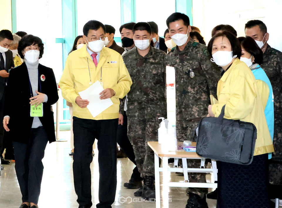 주낙영 경주시장, 모의 접종자로 참여해 센터 운영과 관련 전반적인 사항 점검