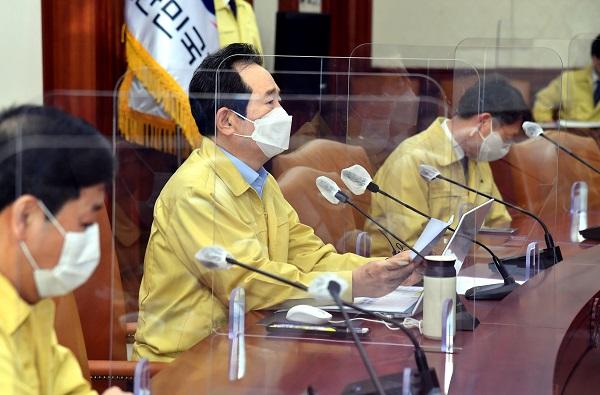 정세균 국무총리가 8일 정부서울청사에서 열린 코로나19 중대본 회의에서 모두발언을 하고 있다.