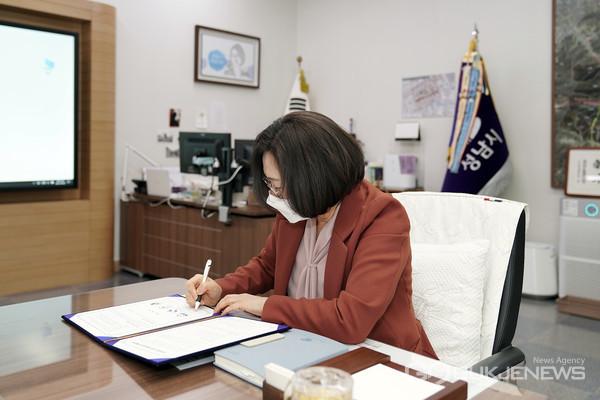 4월8일 은수미 성남시장은 성남교육지원청, 성남혜은학교, 성은학교와 장애학생을 위한 환경교육 업무 협약을 체결했다.(사진=성남시)