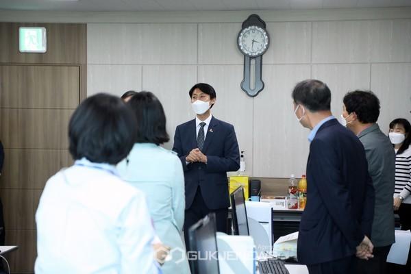 결산검사위원 격려방문한 세종시의회 이태환 의장