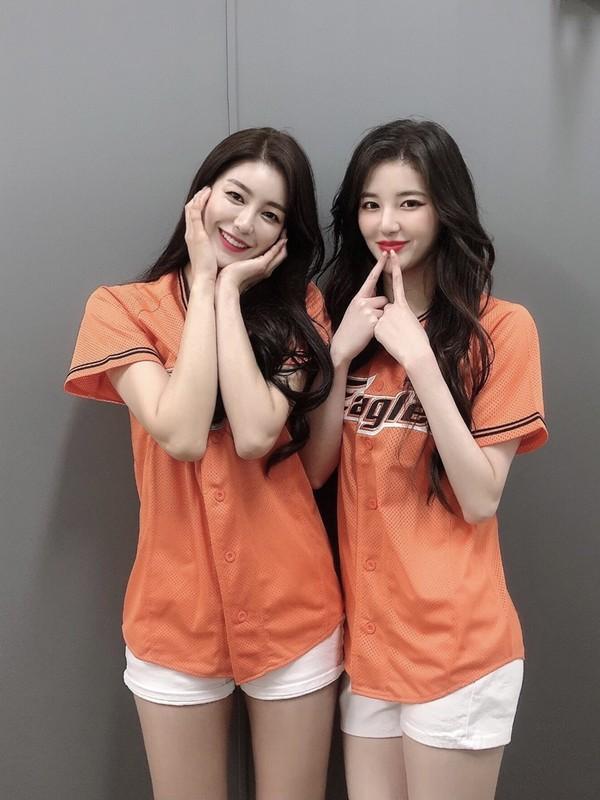 한화 치어리더 김해리X김연정, 자체발광 투샷