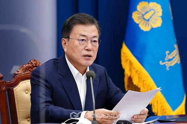 문재인 대통령이 3일 오후 청와대에서 열린 코로나19 대응 특별방역점검회의에서 발언하고 있다.