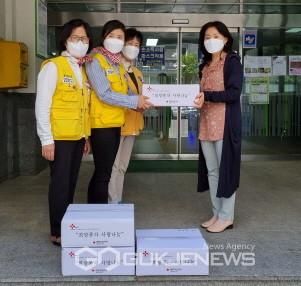 대한적십자봉사회 영주시협의회, '사랑의 빵 만들기' 봉사활동 전개 (전달하는 장면)