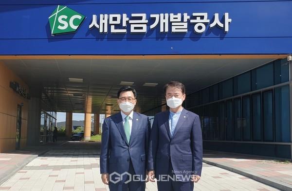 간담회 aT 김춘진 사장(좌측), 새만금개발공사 강팔문 사장(우측)
