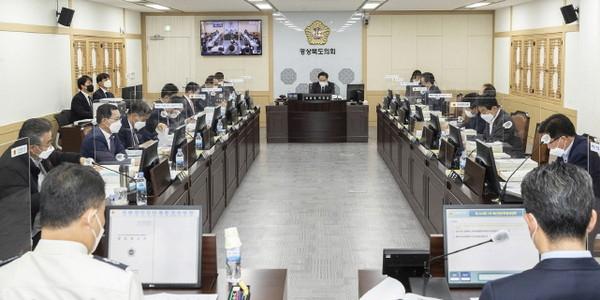 경북도의회예결특위,2021년제1회추경예산안심사.(사진=경북도의회)