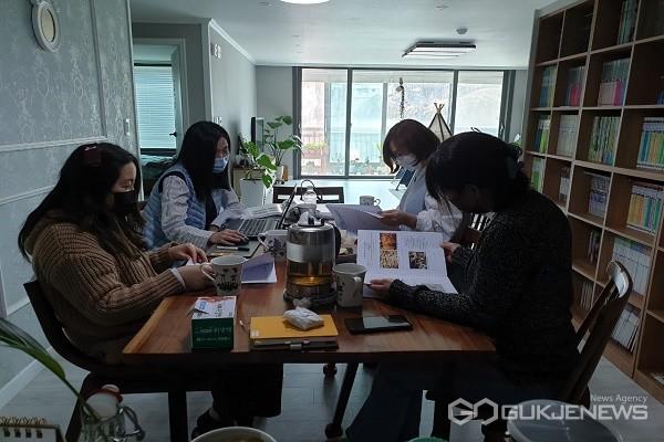 충주 대림초 책 읽어주는 엄마 모임.(제공=충북교육청)