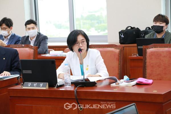 강민정 의원(열린민주당 원내대표)