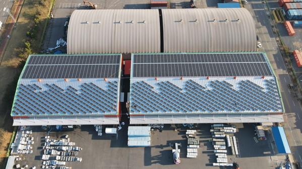 전남광양항어울림공장지붕의650kW급태양광패널설치모습(사진=포항시)