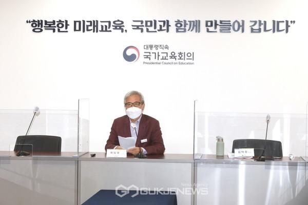 ▲ 곽상욱 오산시장, 2022 개정교육과정 관련 온라인 포럼 참석 모습.<사진=오산시 제공>