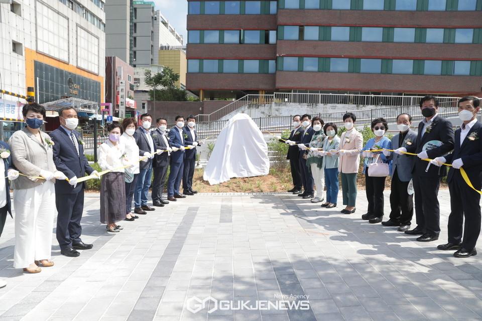 16일 천안시 오룡동 일원에서 '명동 공영주차장' 제막식이 진행되고 있다.