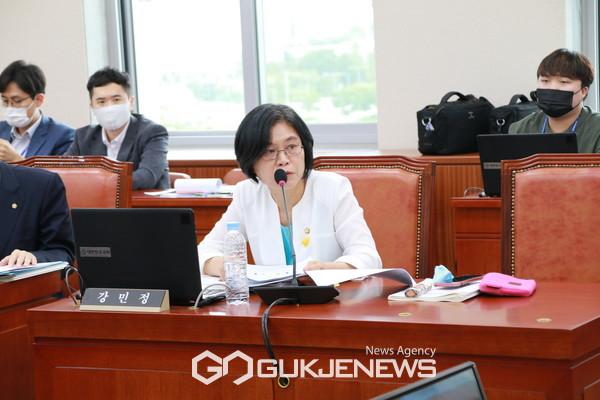 강민정 의원(열린민주당, 국회 교육위원회)