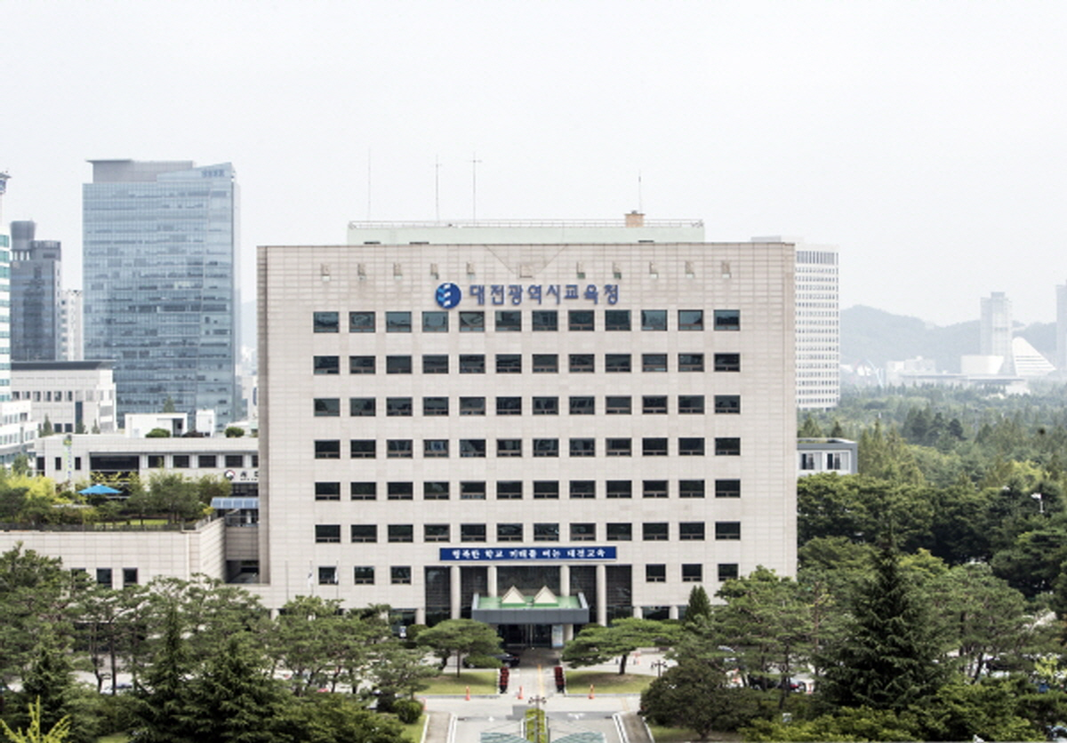 대전시교육청은 2022년 1월 1일부터 2025년 12월 31일까지 4년간 금고 운영을 맡을 금융기관으로 NH농협은행을 지정했다고 19일 밝혔다.