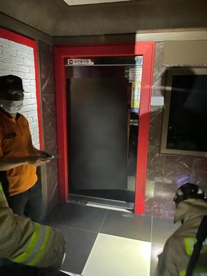 (사진제공=김해시)시는3단계격상이후경찰과합동으로업소들을점검하고있다.