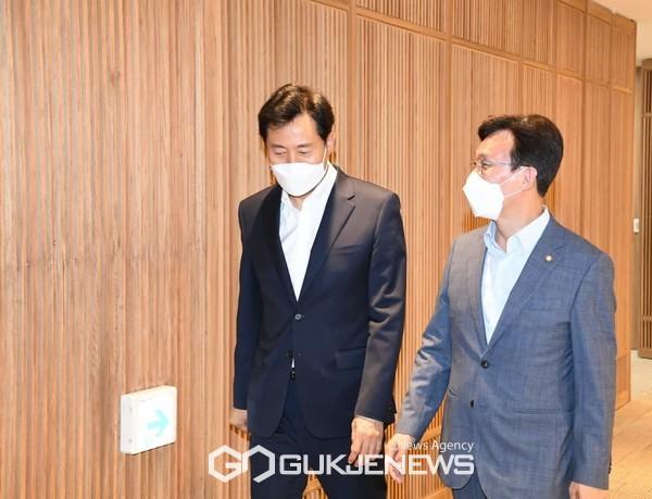 김민석 국회 보건복지위원장, 오세훈 시장과 서울형 코로나 특별방역 및 영등포구 현안 논의
