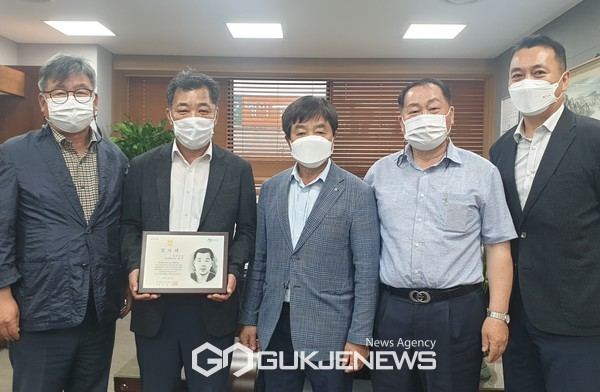 농협 연천군지부, 창립60주년 기념...'동행6060 감사패'전달식 개최.(사진제공.연천군)