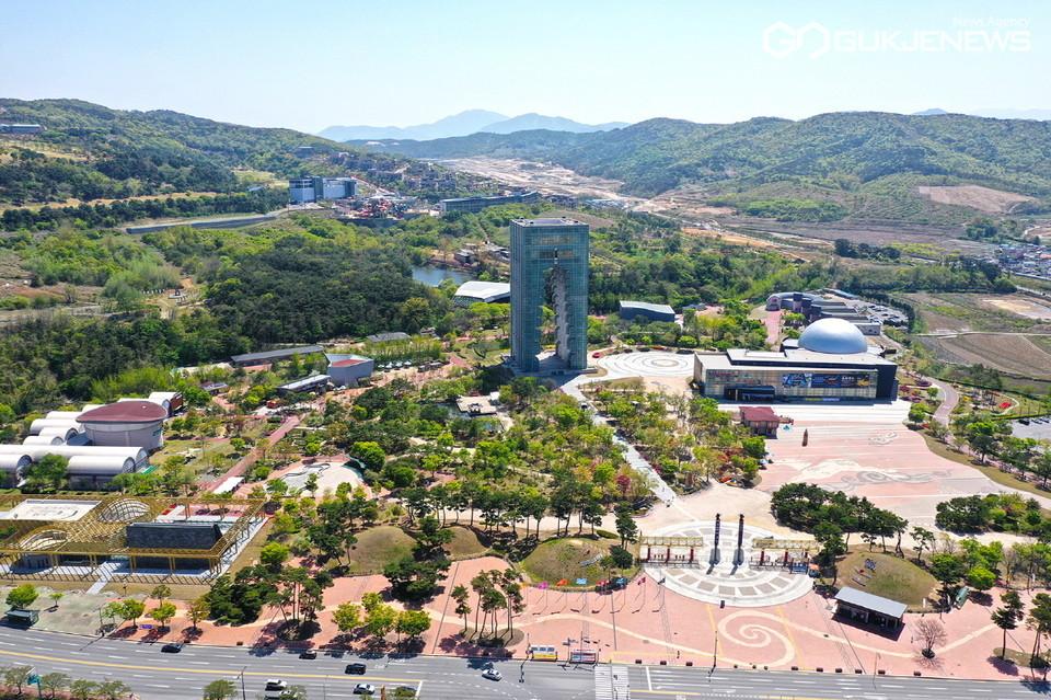 드넓은 야외공간을 바탕으로 하는 친환경 콘텐츠를 자랑하는 경주엑스포대공원 전경