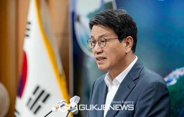 김돈곤청양군수7월비대면,유튜브브리핑모습