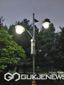 동두천시, 여름철 포충기(해충퇴치기) 야간점검 실시.(사진제공.동두천시)