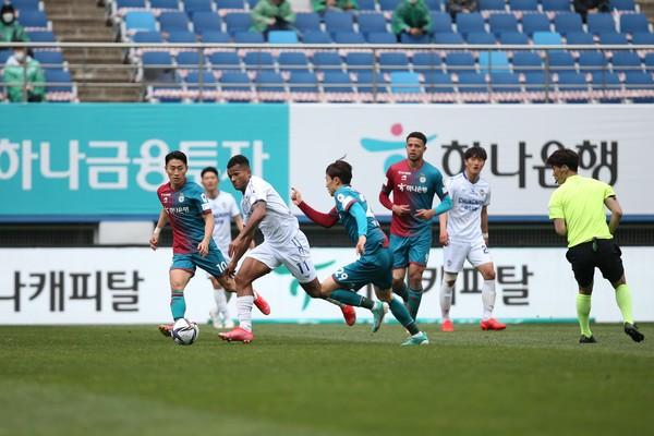 대전 vs 충남아산 2021시즌 첫 번째 맞대결 모습(9라운드) [사진/한국프로축구연맹]