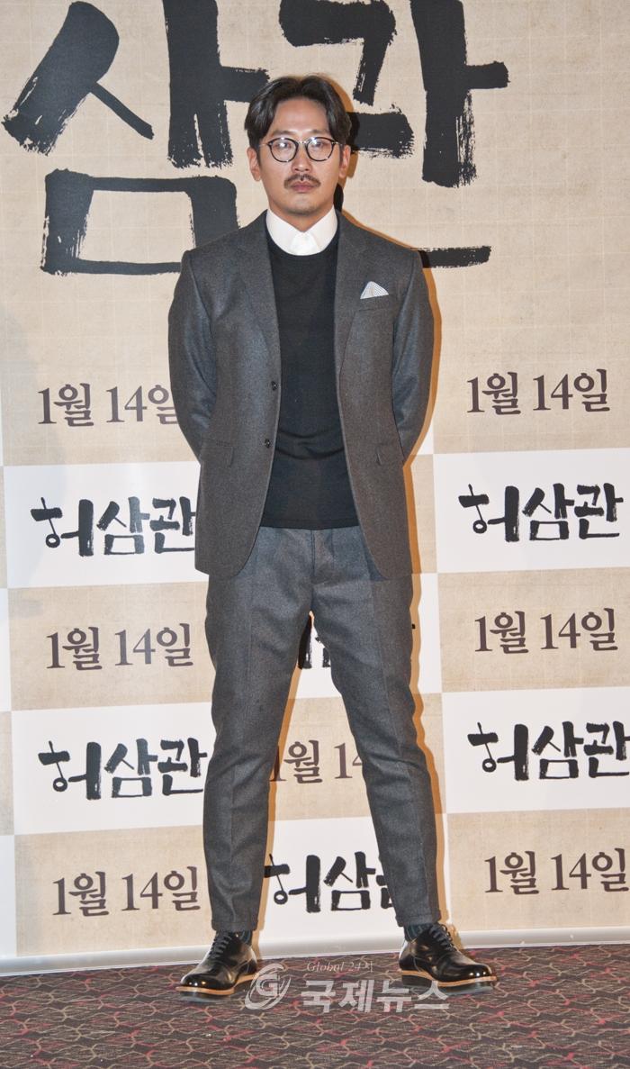 9일 왕십리CGV에서 열린 영화'허삼관'기자간담회앞서 포토타임을 갖고 있는 영화배우 하정우(사진=하성인기자)