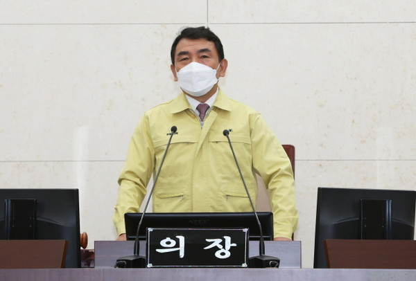 임시회 주재하는 김호석 의장.(사진=안동시의회)