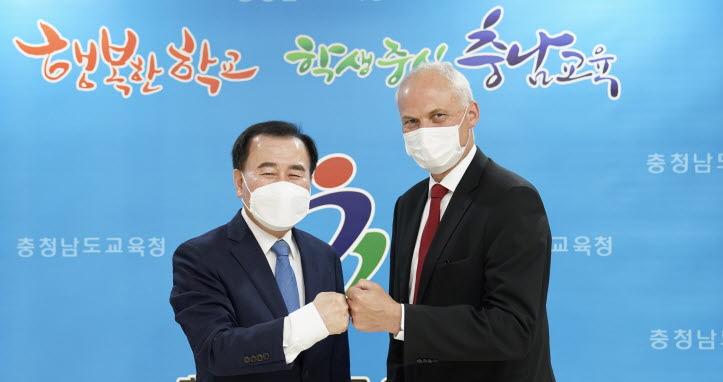 김지철 교육감과 아이너옌센 대사
