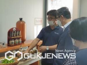 부산식약청장 주류제조업체 방문 모습/제공=부산식약청