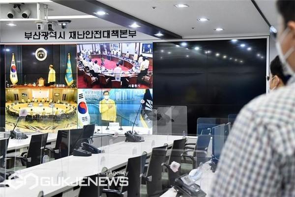 14일 오전 영상회의로 진행된 '제40회 국무회의' 모습/제공=부산시