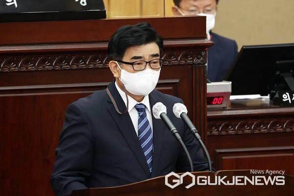 최경천 의원이 5분 발언을 하고 있다.(제공=충북도의회)