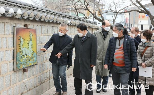 대릉원 돌담길과 팔우정 공원에 공공미술 프로젝트 사업의 일환, 우리동네 미술 사업 완료