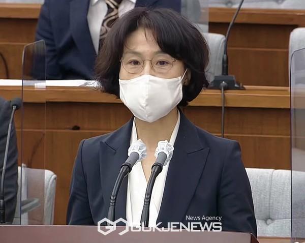 오경미 대법관 후보자가 15일 오전 국회 인사청문특별위원회에서 모두발언을 하고 있다.