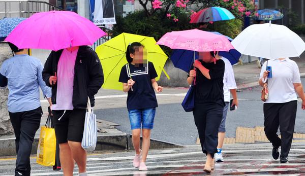늦더위 날씨 가을비스케치 비소식 빗방울 (국제뉴스DB)
