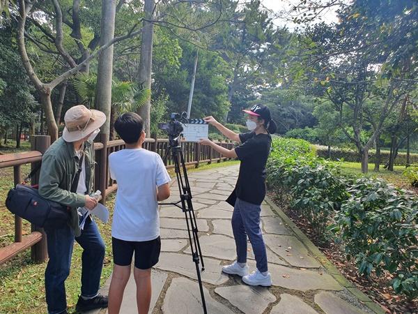 서귀포시 관내 중학생들이 폭낭 청소년 영화캠프에 참여해 직접 영화의 소재부터 제작까지 한편의 영화를 제작했다.