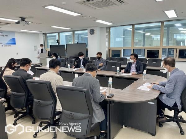한국해양대 산학협력단이 동명대 산학협력단·동의대 산학협력단과 이노폴리스캠퍼스 지정·육성사업 교류를 위한 업무협약을 지난 6월 체결했다/제공=한국해양대