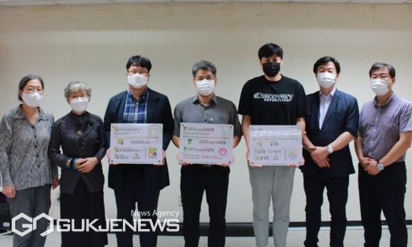 부산지역 사회복지기관 CI 전달식 기념촬영 모습/제공=동서대학교 LINK+사업단