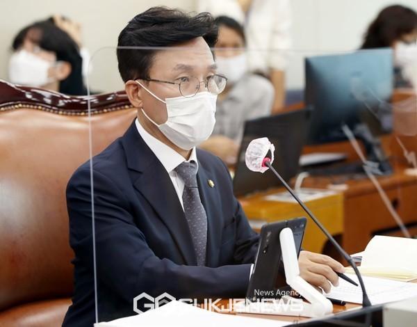 김민석 국회 보건복지위원장(서울 영등포을)