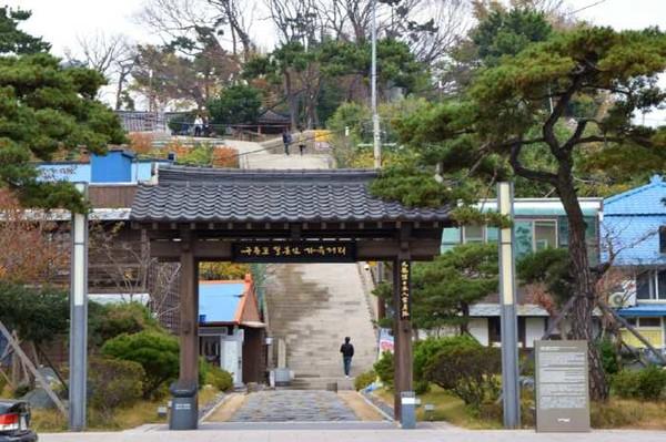 구룡포 일본인 가옥거리의 입구 (출처=한국관광공사)