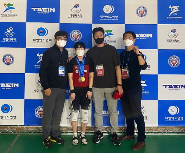 김가영(경북체고) 선수가 역도55kg급 경기에서 2관왕을 달성했다.(사진=경북교육청)