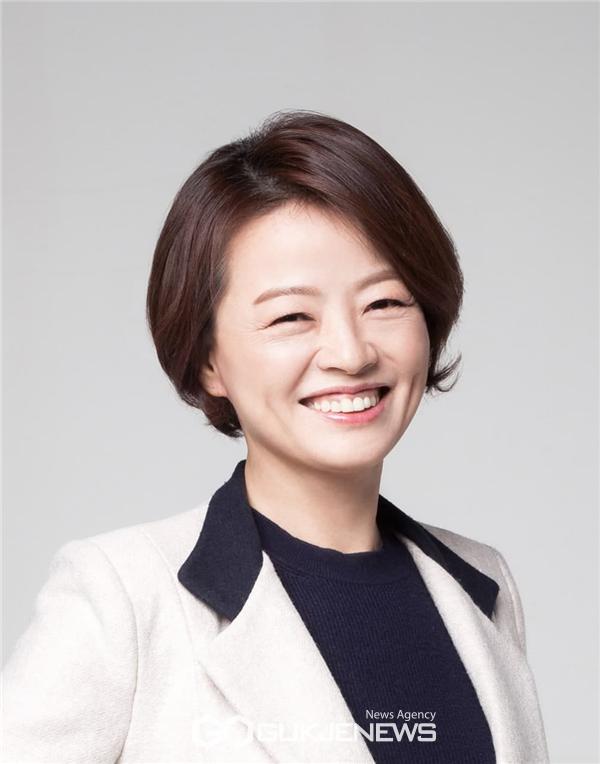 더불어민주당 진선미 국회의원(서울 강동갑, 정무위원회)