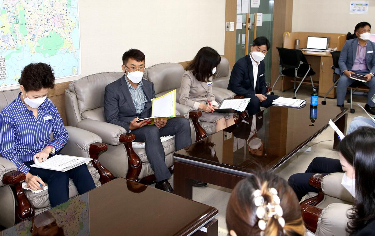 박홍상대전시교육청 감사관이 11일 기자실에서 공무원 및 가족에 대한 부동산 거래 조사 결과를 발표하고 있다.