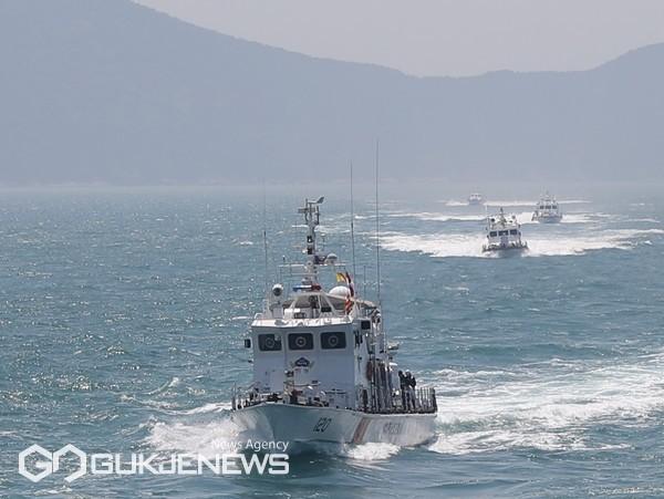 부산해양경찰서 소속 경비함정들이 해상종합훈련을 위해 훈련 해역으로 이동하고 있다/제공=부산해경