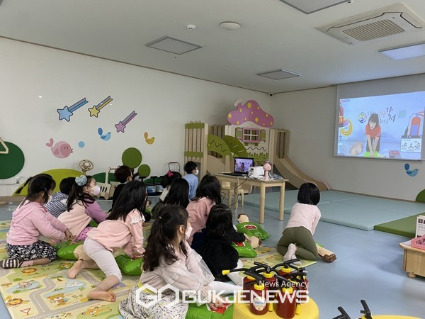 별빛어린이집 '랜선 안전 놀이터' 교육 모습