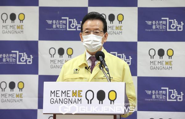 서울시 대변인 명의의 요구에 답변 발언하는 정순균 강남구청장. 사진=강남구청