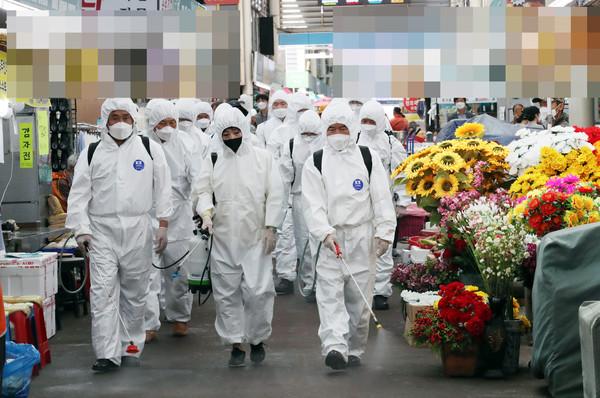 [속보] 14일 오후 6시 전국 코로나 확진자 1317명 '서울 573명'(국제뉴스DB)